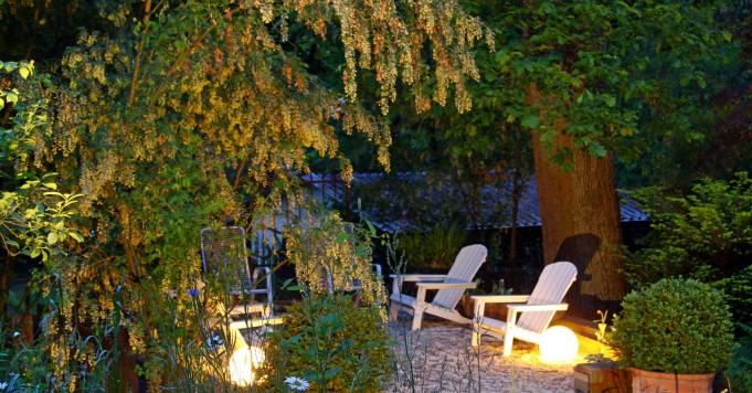 Schröer Garten- und Landschaftsbau zeigt einen beleuchteten Kiesplatz