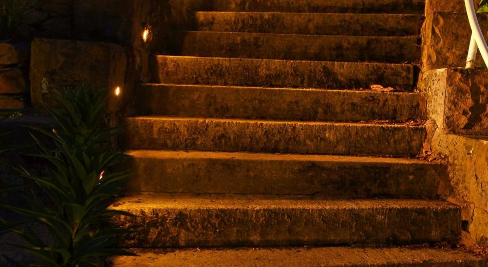 Schröer Garten- und Landschaftsbau zeigt einen beleuchtete Treppe