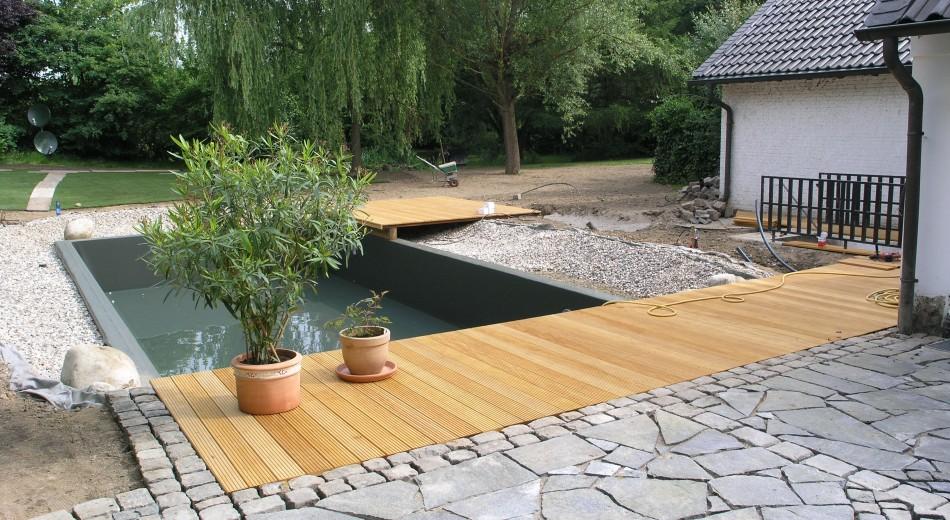 Schröer Garten- und Landschaftsbau zeigt Terrassen mit Holzelementen.