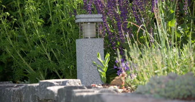 Schröer Garten- und Landschaftsbau Licht auf Mauer